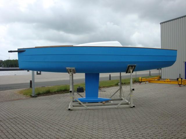 De waarschip 700 LD wordt afgewerkt en klaar gemaakt om te water gelaten te worden